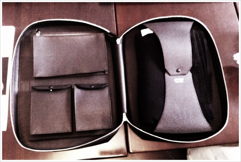 Exemplaire leather travel kit including : 100% cashmere plaid, socks, and sleeping mask